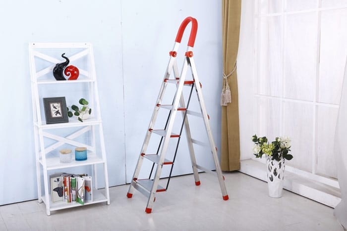 Remarkable Safe Ladders For Seniors Expert Tips To Choose The Best One Gmtry Best Dining Table And Chair Ideas Images Gmtryco